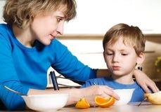 еда ребенка стоковое фото