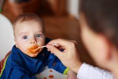 еда ребёнка стоковые изображения