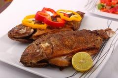 Еда рыб с болгарским перцем и лимоном Стоковое фото RF