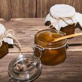Еда, сладостный десерт Домодельный консервировать Опарник варенья персика плодоовощ стоковое фото