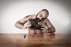 еда таблицы ботинка человека нагой Стоковая Фотография
