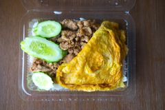 Еда Таиланда, свинина с чесноком и перец Стоковое Фото
