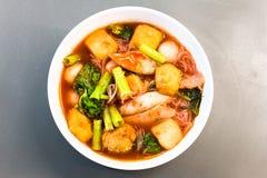 еда тайская Лапши розовых морепродуктов плоские пряно стоковая фотография rf