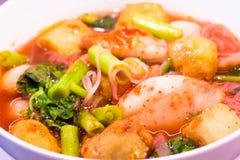 еда тайская Лапши розовых морепродуктов плоские пряно стоковое фото rf