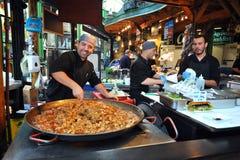 Еда улицы в Лондоне восточном на рынке города Стоковые Фотографии RF