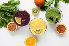 Еда фруктового сока Smoothies здоровая Стоковые Фотографии RF