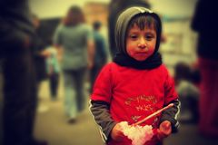 еда хлопка ребенка конфеты стоковые изображения rf