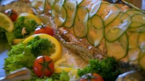 Еда шведского стола на таблице видеоматериал