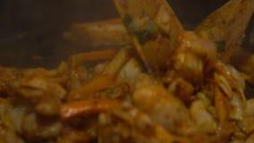 Еда Dakgalbi кухни замедленного движения корейская Повар шеф-повара в ресторане Корее сток-видео