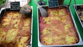 Еда Vegan для продажи Moussaka и gratin Vegeterian для продажи Здоровый зеленый образ жизни видеоматериал