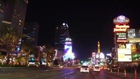 Едущ прокладка в Лас-Вегас - изумительный взгляд улицы на Лас Вегас Боулевард - США 2017 сток-видео