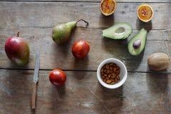 Еды миндалины груши кивиа манго авокадоа fru оранжевой здоровой различный Стоковые Изображения RF