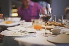 Еды послужены на ресторане Уклад жизни стоковое изображение