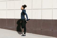 ее ноги протягивая женщину Стоковое Изображение RF
