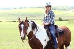 ее riding лошади Стоковые Изображения
