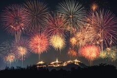 Ежегодное торжество фейерверков фестиваля на золотой пагоде Kh Стоковая Фотография