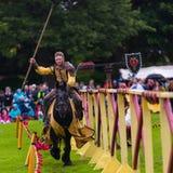Ежегодный средневековый бясь на поединке турнир на дворце Linlithgow, Шотландии стоковая фотография rf