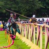 Ежегодный средневековый бясь на поединке турнир на дворце Linlithgow, Scotla стоковые фото