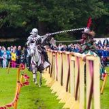 Ежегодный средневековый бясь на поединке турнир на дворце Linlithgow, Scotla стоковая фотография