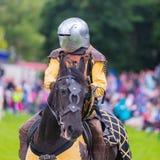Ежегодный средневековый бясь на поединке турнир на дворце Linlithgow, Scotla стоковое изображение rf