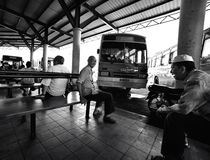 Ежедневная жизнь: Автобусная станция Стоковая Фотография