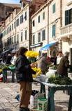 Ежедневно, рынок в Дубровник, Хорватия утра стоковые изображения rf