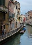 Ежедневная жизнь в Венеции когда оно идет дождь Стоковое Изображение
