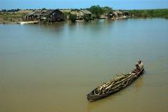Ежедневная жизнь в канале около озера Inle, Мьянмы Стоковая Фотография