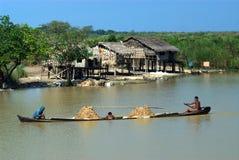 Ежедневная жизнь в канале около озера Inle, Мьянмы Стоковая Фотография RF