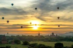 Езда баллона на Bagan, Myanamar Стоковые Изображения RF