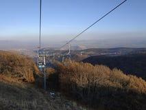 езда Веревочк-пути во время захода солнца стоковая фотография
