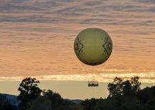 Езда воздушного шара на парке сафари зоопарка Сан-Диего Стоковые Фотографии RF