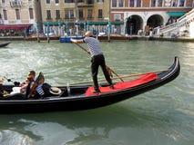Езда гондолы на грандиозном канале Стоковые Изображения RF