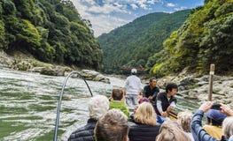 Езда лодки Katsura и железная дорога Япония Sagano сценарная Стоковые Изображения RF