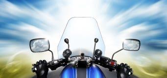 езда мотоцикла Стоковые Изображения