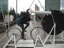 Езда на шаржах велосипеда и вахты! Стоковые Фото