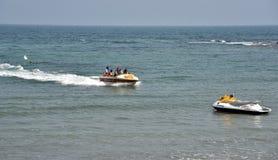 Езда шлюпки в пляже Vishakhpatnam стоковые фотографии rf