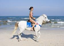 езды лошади девушки стоковое изображение rf