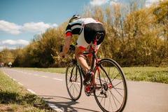 Езды на велосипеде, влияние велосипедиста скорости Стоковые Изображения