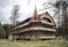 дезертированная дом старая Стоковые Фотографии RF