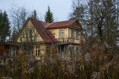 дезертированная дом Стоковые Изображения