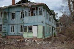 дезертированная дом стоковые фото