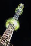 Езда башни высоты на плате за проезд потехи Стоковые Фотографии RF