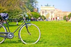 Езда велосипеда в парке замка Sforza Стоковое Фото