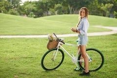 Езда велосипеда лета Стоковая Фотография