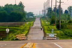Езда велосипеда утра или по пути домой от работы Стоковые Фотографии RF