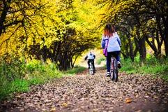 Езда велосипеда Стоковое Изображение