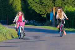 Езда велосипеда Стоковые Фото