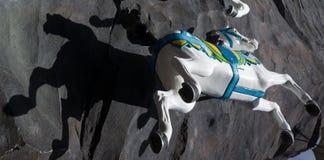 Езда и тень лошади стоковое фото