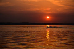 Езда на заходе солнца Стоковые Изображения